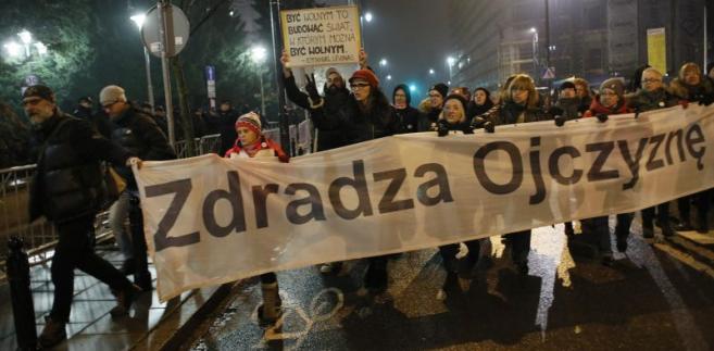 Protest przed Sejmem ws. ustawy o SN i KRS