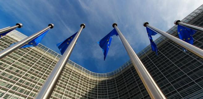 """""""Śledzimy rozwój wypadków w Polsce. Dotarły do nas informacje o pytaniach prejudycjalnych do Trybunału Sprawiedliwości UE. KE przedstawiła swoje stanowisko w sprawie ustawy o Sądzie Najwyższym (...), wobec której trwa procedura nienaruszenia unijnego prawa. Sprawa (pytań prejudycjalnych - PAP) jest teraz w rękach Trybunału Sprawiedliwości UE, którego niezależność szanujemy"""" - powiedziała Bertaud."""