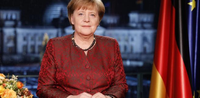 Z kolei 23 procent ankietowanych krytykuje Merkel za słabość w podejmowaniu decyzji i skłonność do przeczekiwania problemów