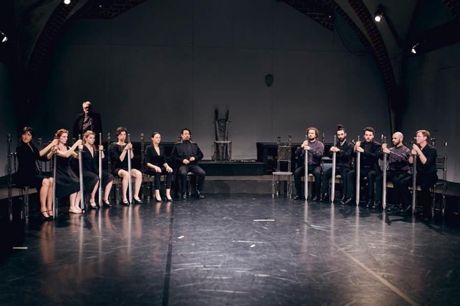 Hamlet Teatr Pieśń Kozła zbiorowa Fot. Mateusz Bral