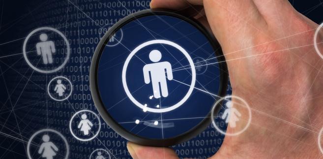Stanowią też, że przetwarzanie danych będzie możliwe za wyraźną zgodą tego, kogo dotyczą. RODO przewiduje kary za naruszenie prawa do ochrony danych - do 20 mln euro lub 4 proc. całego obrotu firmy.