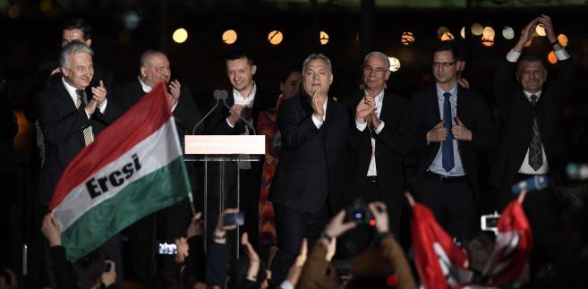 Wygrana Fideszu leżała zarówno w interesie PO, jak i PiS. I Viktor Orbán dobrze o tym wie