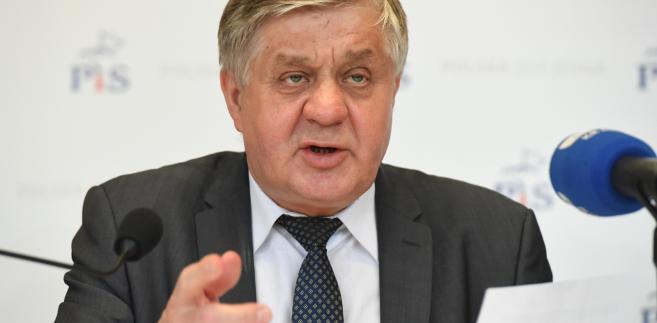 Minister rolnictwa Krzysztof Jurgiel podczas spotkania z mieszkańcami w Muzeum Drogownictwa w Szczucinie.