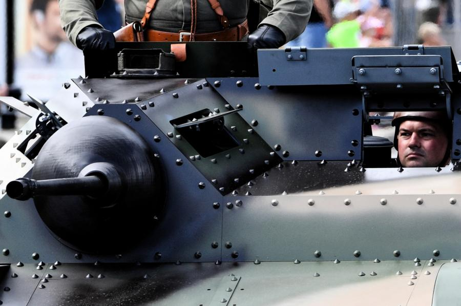 Wielka Defilada Niepodległości na Wislostradzie - przejazd pojazdów wojskowych Wislostradą.