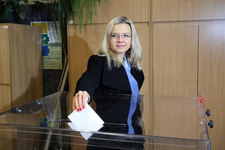Kandydatka Zjednoczonej Prawicy na prezydenta Krakowa Małgorzata Wassermann podczas głosowania w II turze wyborów samorządowych w Krakowie.