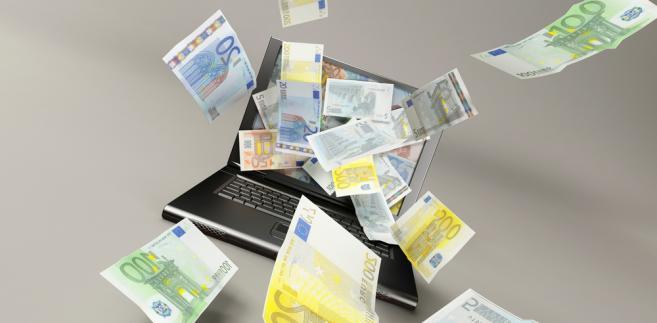 Wciąż ogromna liczba Polaków chciałaby korzystać z internetu, ale nie ma takiej możliwości.